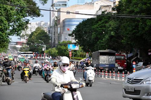 混在しているホーチミンのまち - ベトナム/ホーチミン