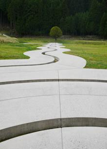 『螺旋の水路』ダニ・カラヴァン 室生山上公園芸術の森