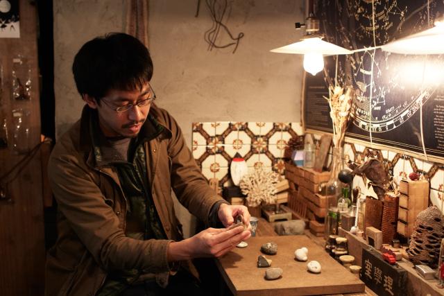 拾った石に価値を生む古道具屋の視点