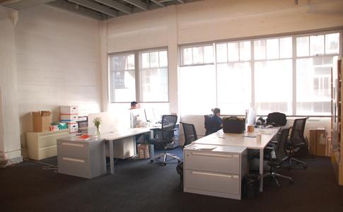 サンフランシスコの中心部にあるAFHのオフィス。天井が高く広々としている。