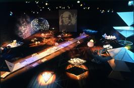 東長寺境内地下の講堂で開催された『シナジェティック・サーカスーーバックミンスター・フラーの直観の海』展