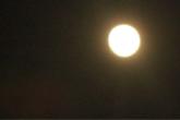 月を仰げば、満たされること。